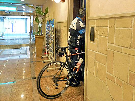 自転車はご自身のお部屋へお持ち込みできます。